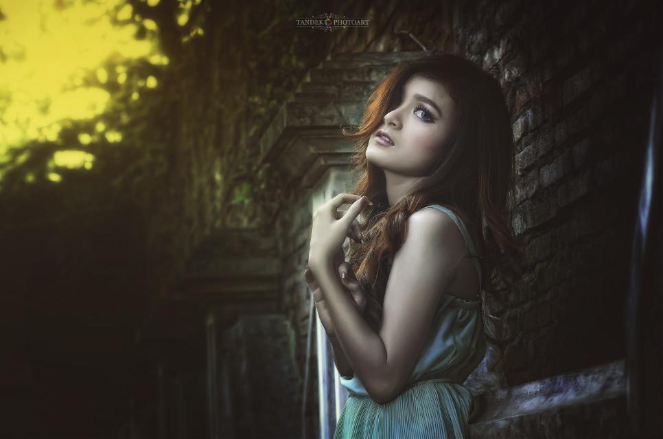Menunggu tak akan pernah mudah... Kalau kau tahu tipisnya harapan  #freetoedit #hdr #love #photography #vintage #indonesia #talent